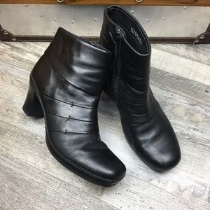 Clark's Black Lether Boots Women Size 9